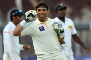 Misbah talks with his balla shalla.